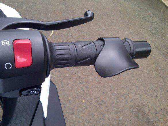 ring karet memungkinkan grip untuk dapat distel dengan cara memutar 1 arah (ke arah depan).