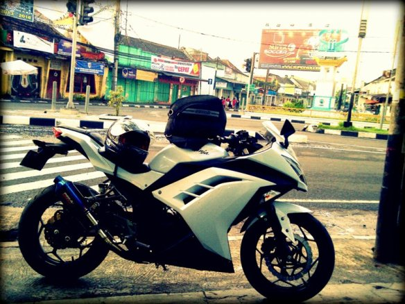 Berhenti untuk Sarapan Bubur di Cianjur. Motor sendirian