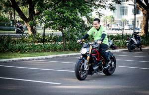 Pape diatas Ducati SFnya Bro Teddy