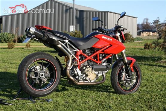 Ducati Hypermortard. KM 10,000, dilepas senilai 130 juta rupiah.