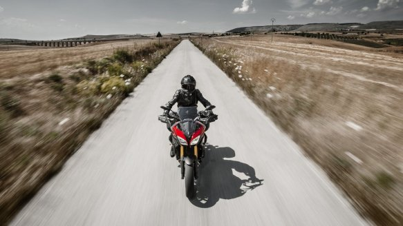 2015-Yamaha-MT09-Tracer-EU-Lava-Red-Action-004