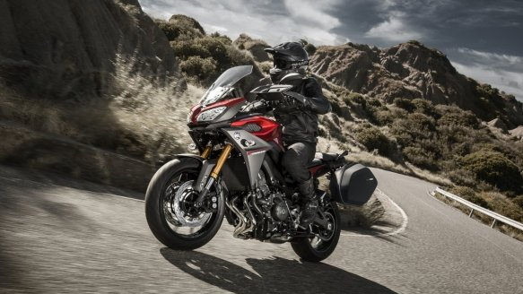 2015-Yamaha-MT09-Tracer-EU-Lava-Red-Action-005