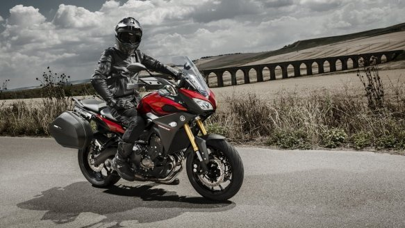 2015-Yamaha-MT09-Tracer-EU-Lava-Red-Static-002