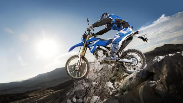 2015-Yamaha-WR250R-EU-Racing-Blue-Action-002