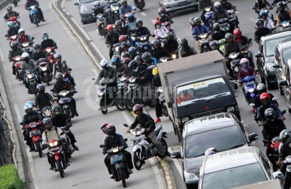 20120504_Motor_Masuk_Jalur_Busway