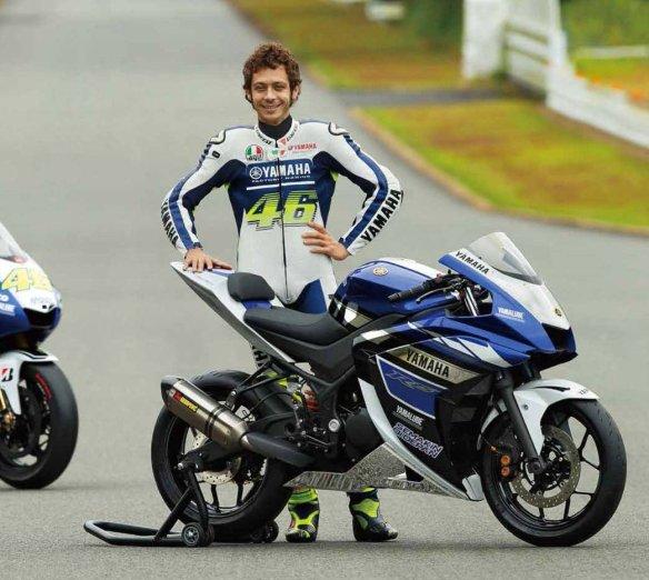 Rossi-Yamaha-M1-R25-Foto-003